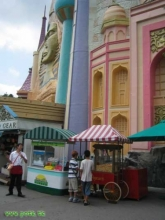 "Global Village, le ""It's a small world"" local..."